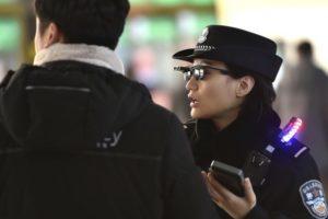 Polícia Chinesa Está Usando Óculos Com Reconhecimento Facial Para Rastrear Cidadãos