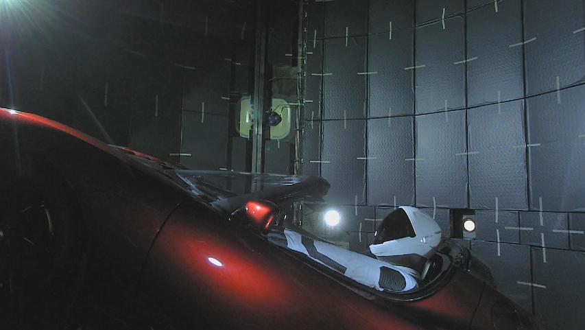 Viaje junto com o Starman conduzindo o Tesla de Elon Musk para Marte