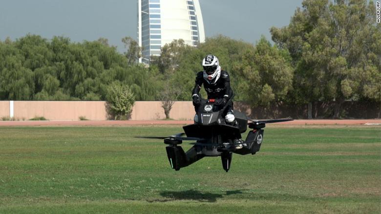 Polícia de Dubai começa a treinar em motos voadoras