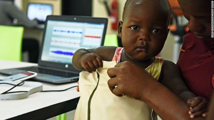 Jaqueta inteligente biomédica que diagnostica pneumonia usando Bluetooth